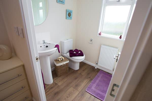 Cornwall Holiday Lodge Bathroom